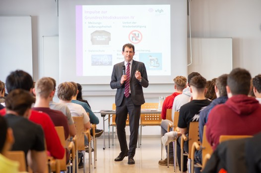 President of the Constitutional Court Christoph Grabenwarter at the school-project ©Luiza Puiu